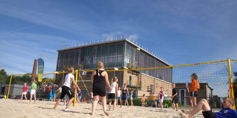 Om de zichtbaarheid van de sport te vergroten organiseerde Nevobo tijdens de WK Beachvolleybal de Wereldrecordpoging Beachvolleybal op het Scheveningse strand. Het toernooi, met 2.355 deelnemers op 275 velden, verspreid over 1 kilometer strand, werd als grootste beachvolleybaltoernooi ter wereld opgenomen in Guinness Book of World Records. Een mooie combinatie van exposure én breedtesport-activering.