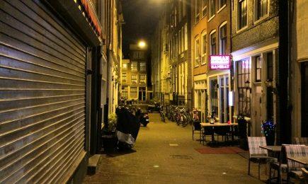 Overlastvermindering in woonstegen in Amsterdam