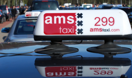 Verkeersveiligheid van taxi's in Amsterdam onderzocht